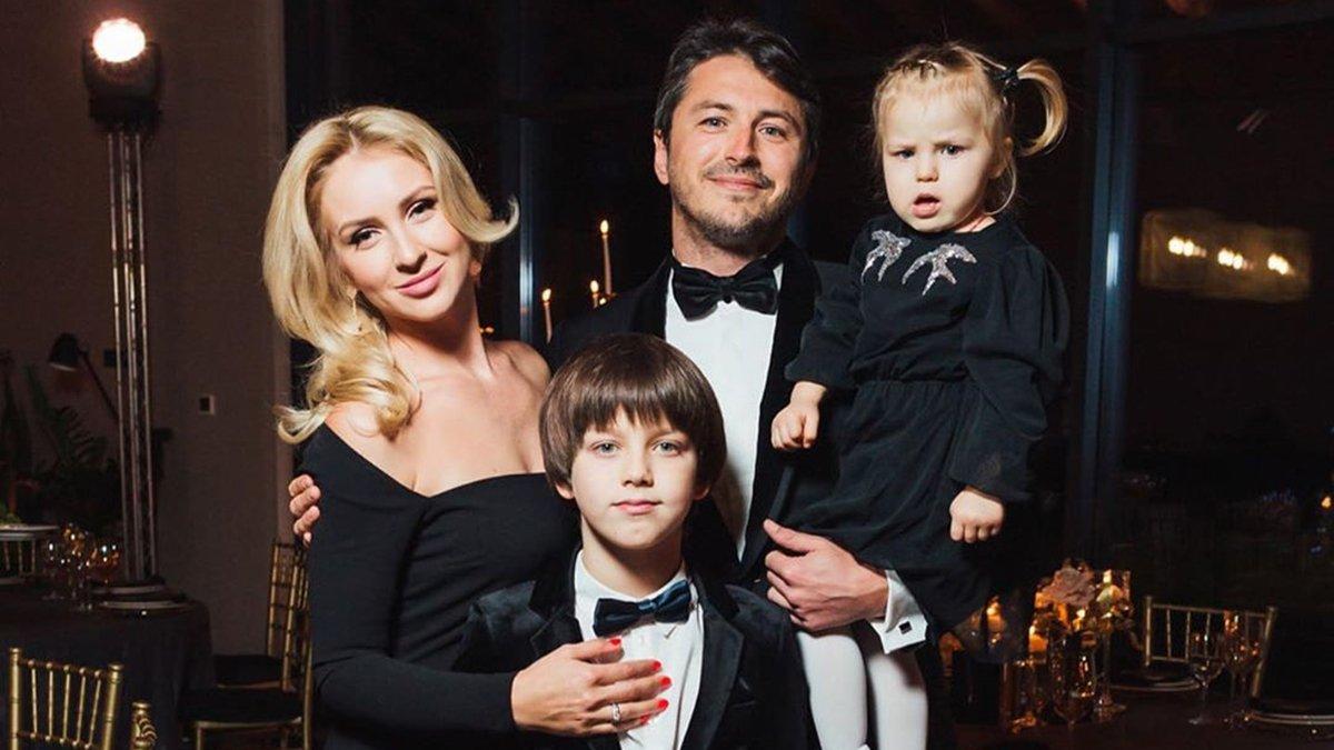 Сергій Притула з дружиною і дітьми