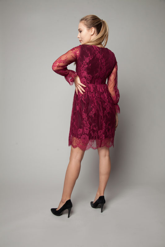 Сукня з кольорового мережива