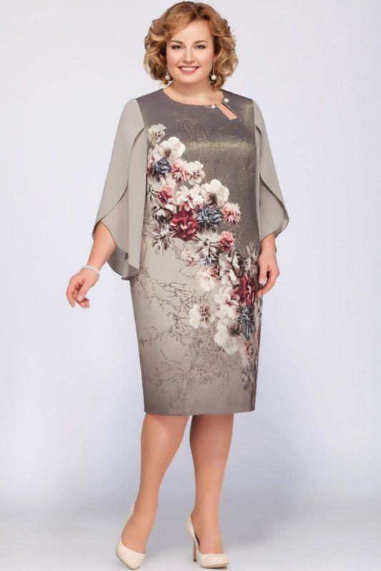 Сукня з рясним декором