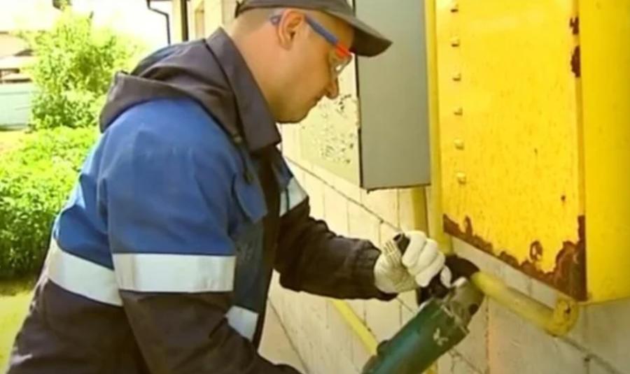 Працівник газорозпридільчої компанії