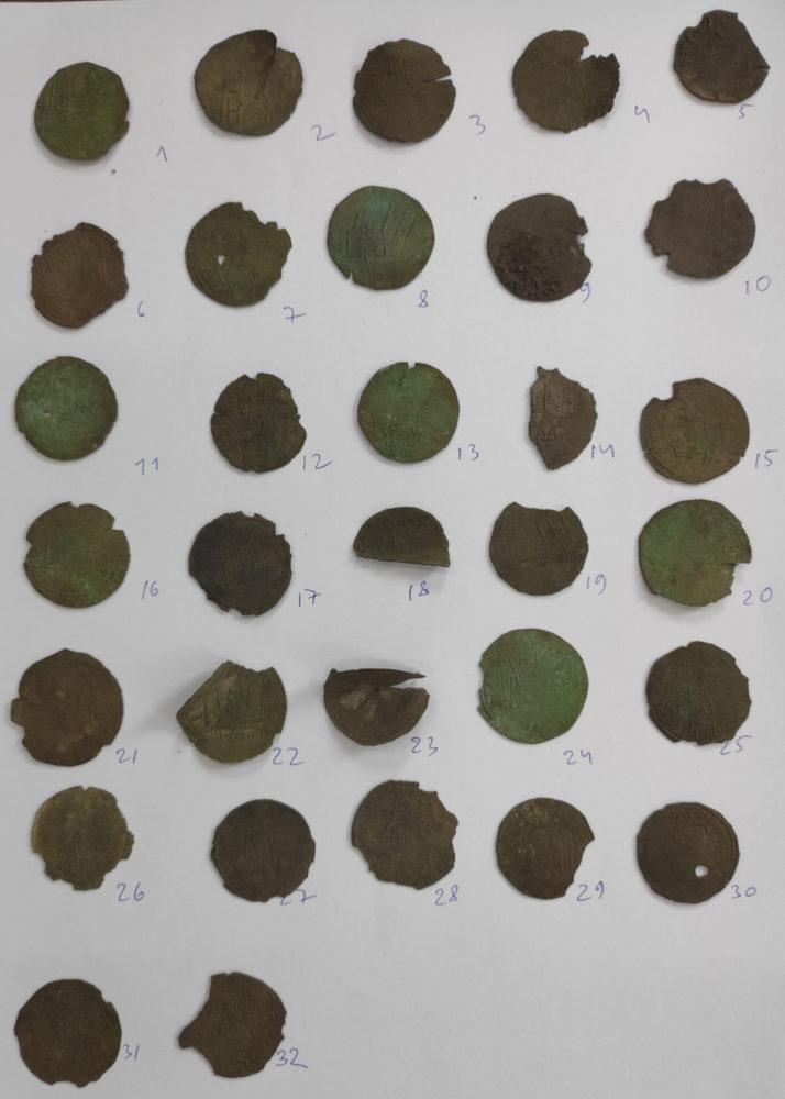 Знайдені під час розкопок монети