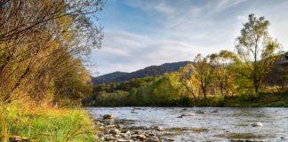 Тепла осінь на річці Уж