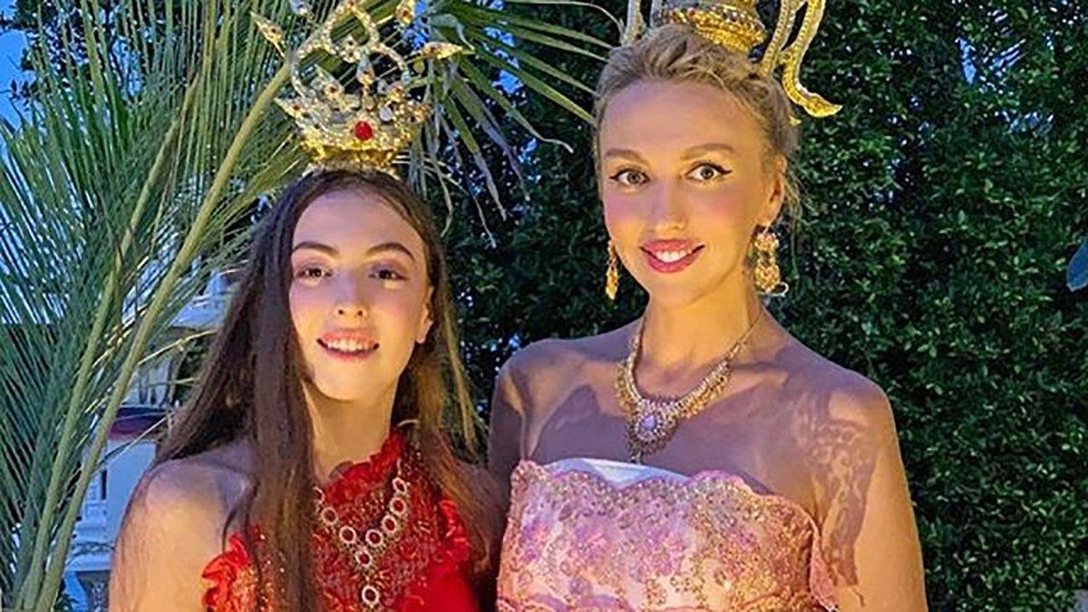 Оля Полякова зі старшою донькою