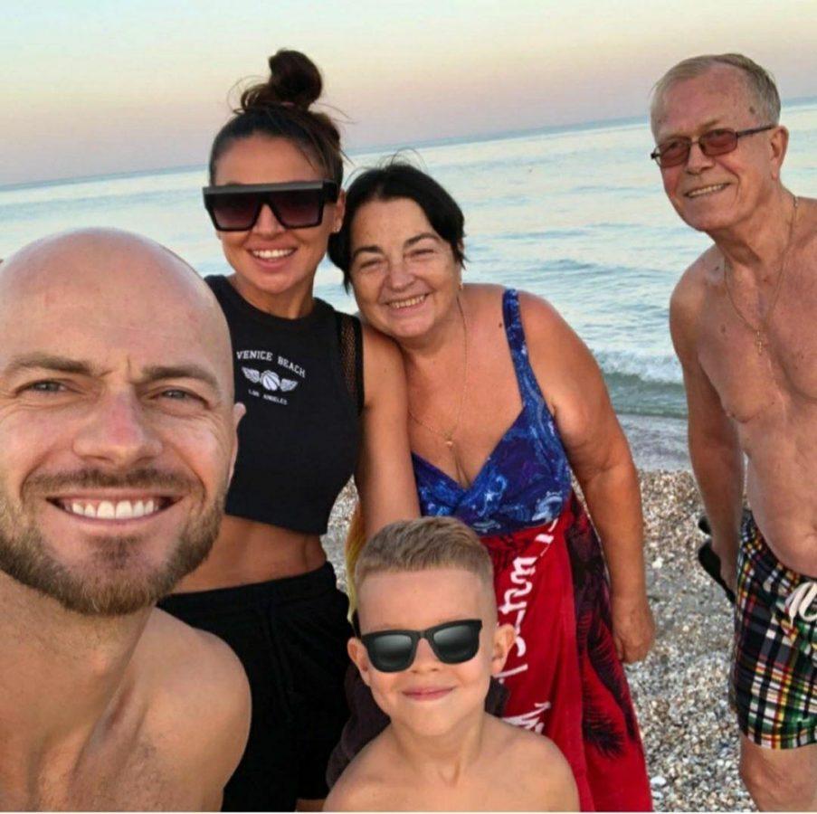 Влад Яма з родиною на відпочинку