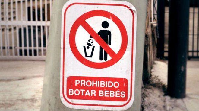 """""""Викидати дітей заборонено"""". Знак, створений венесуельським художником Е.Мехіканом."""