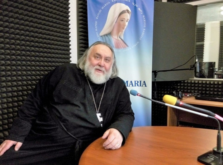 о.Олесь Август Чумаков, ефір на радіо