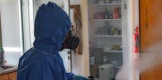 Прибирання в квартирі під час пандемії коронавірусу
