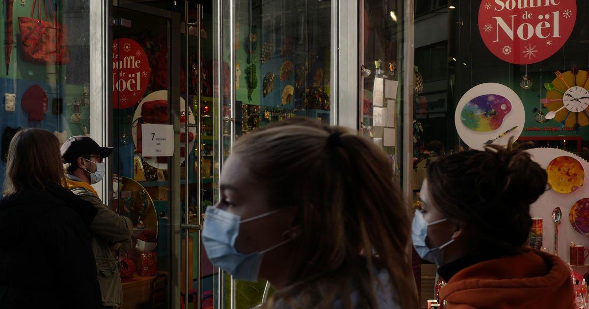 Крамниці у Франції після місячного тотального карантину