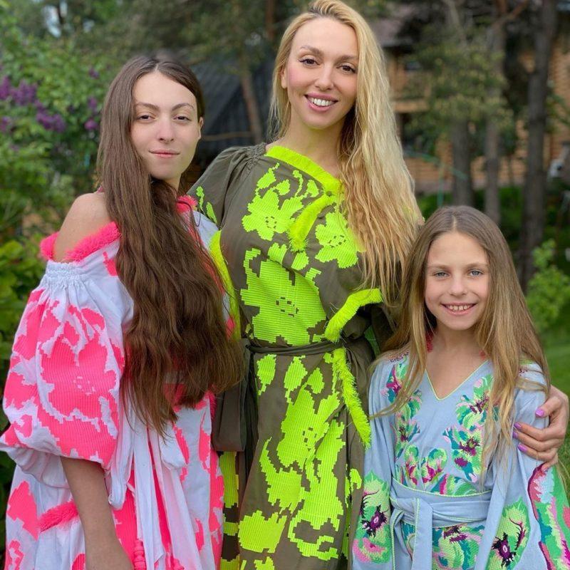 Оля Полякова з дітьми