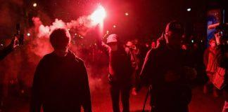 Протестувальники проти обмежень COVID-19 в Парижі