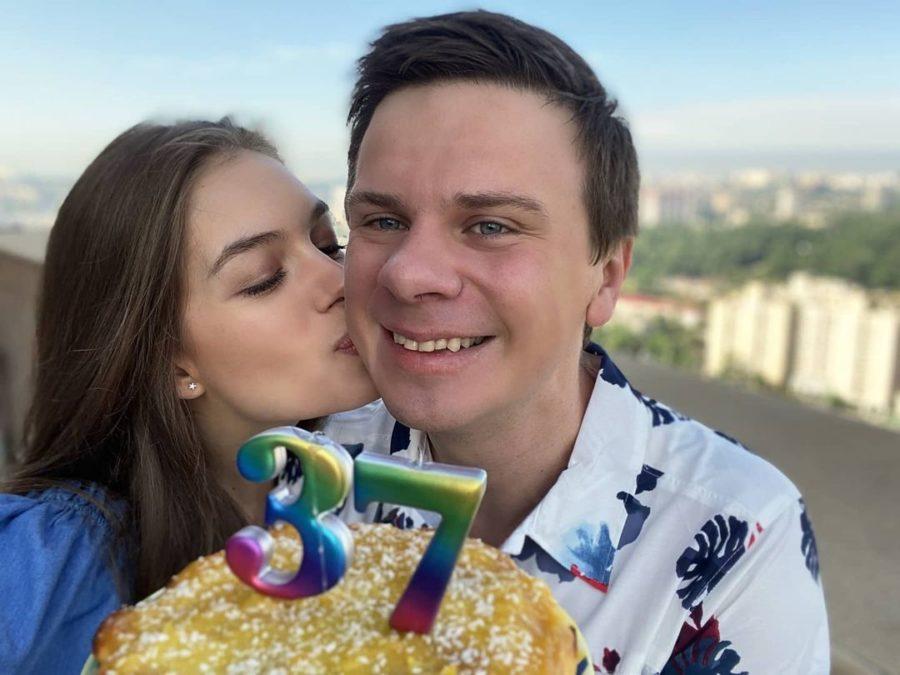 Дружина вітає коханого з днем народження