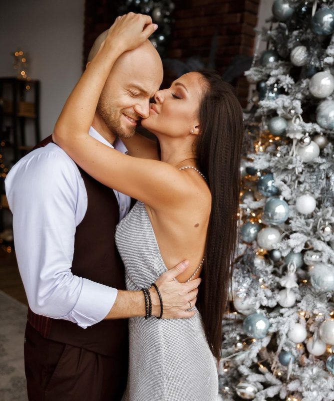 Влад Яма з дружиною Ліліаною на новорічній фотосесії