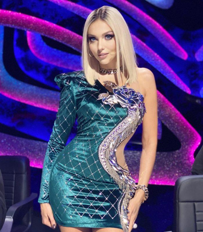 "Оля Полякова на шоу ""Маска"""
