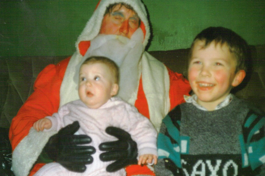 Стомлений від свят Дід Мороз вже не витримав