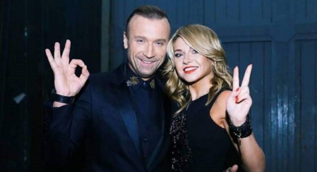 Олег Винник вивів на сцену Таюне та обійняв біляву дівчинку