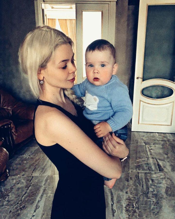 Аліна Гросу з молодшим братом