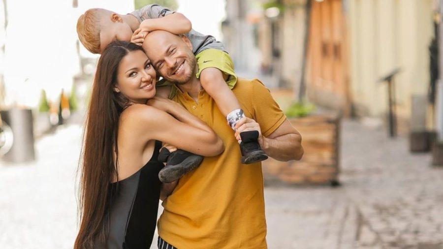 Влад Яма з дружиною та сином