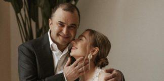 Співак зі своєю молодою дружиною