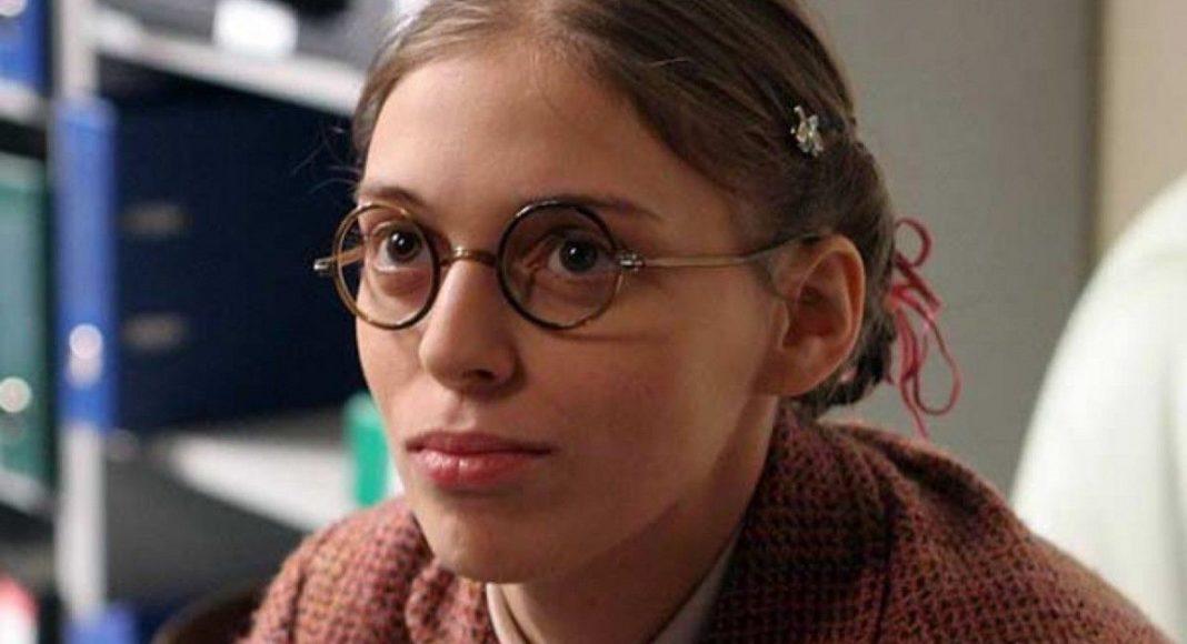 Неллі Уварова у серіалі Не родись красивою