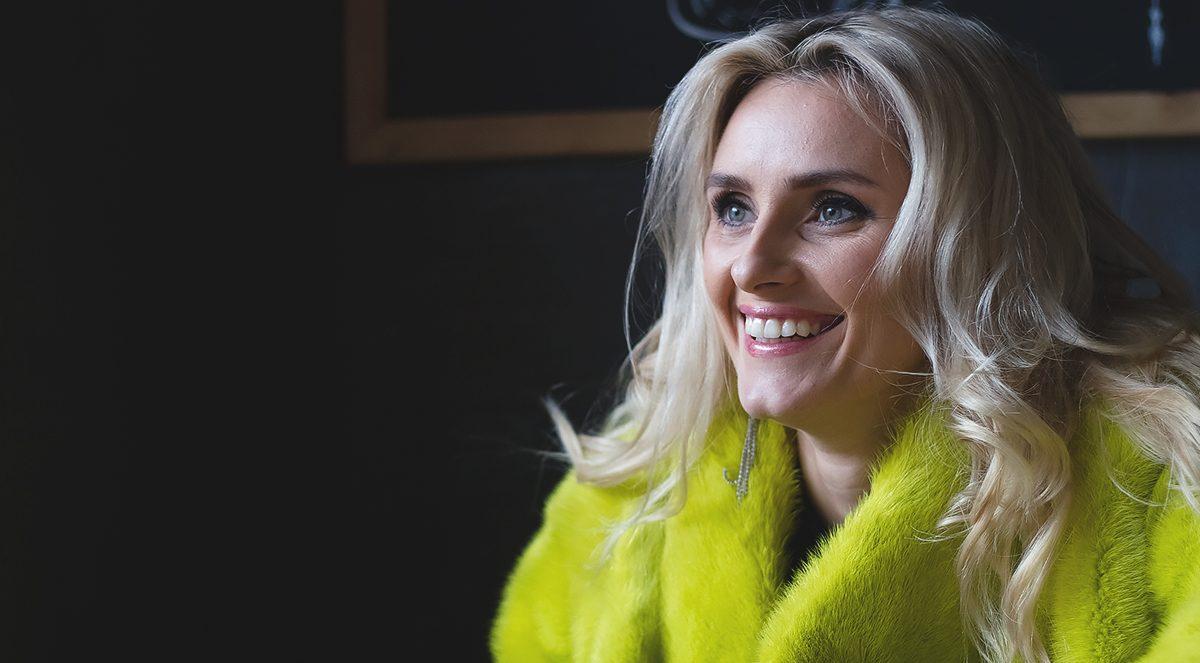 Ірина Федишин спіймана на гарячому: копіює образи поп-діви Тіни Кароль
