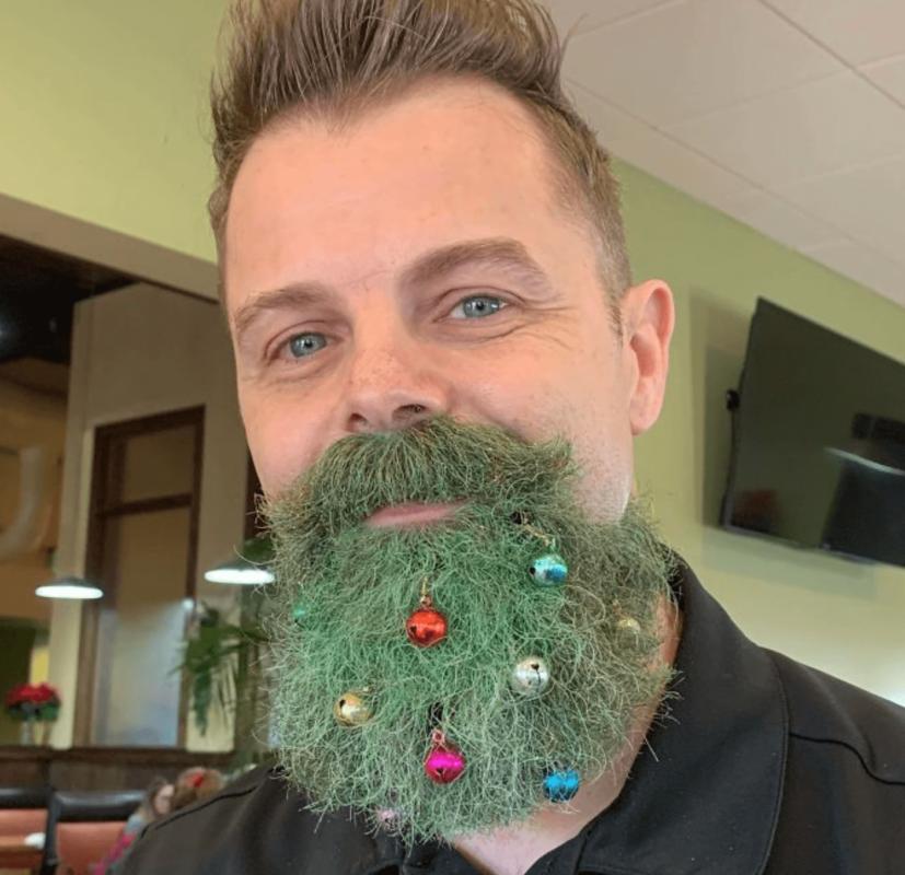 Новорічна ялинка на бороді