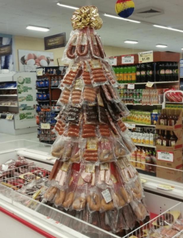 Новорічна ялика працівників супермаркету