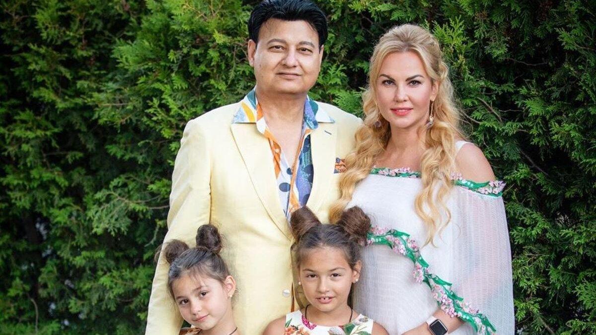 Камалія разом з родиною