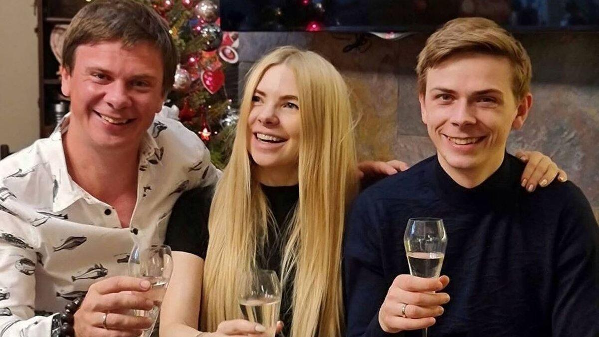 Дмитро Комаров з братом та сестрою