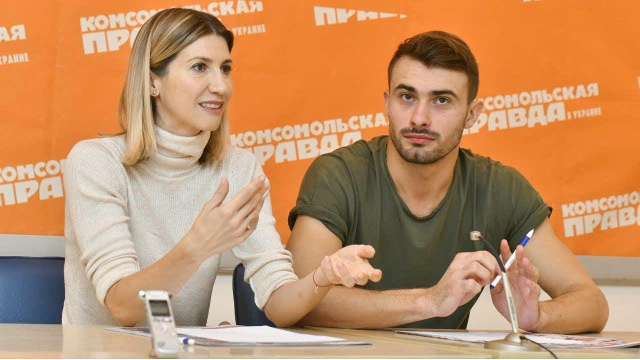 Аніта Луценко та Дарина Трегубова тестують систему блокування образливих висловлювань в Інстаграм.