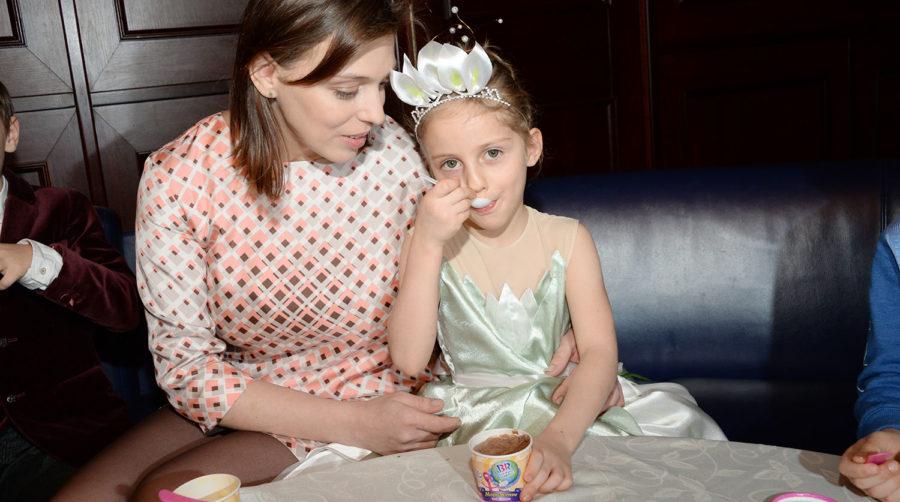 Неллі Уварова з донькою