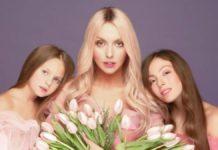 Оля Полякова разом з доньками Машею та Алісою