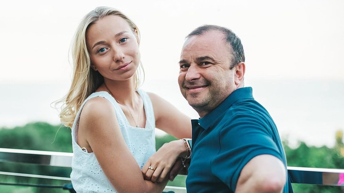 Віктор Павлік та його молода дружина розповіли, як збираються назвати майбутню дитину