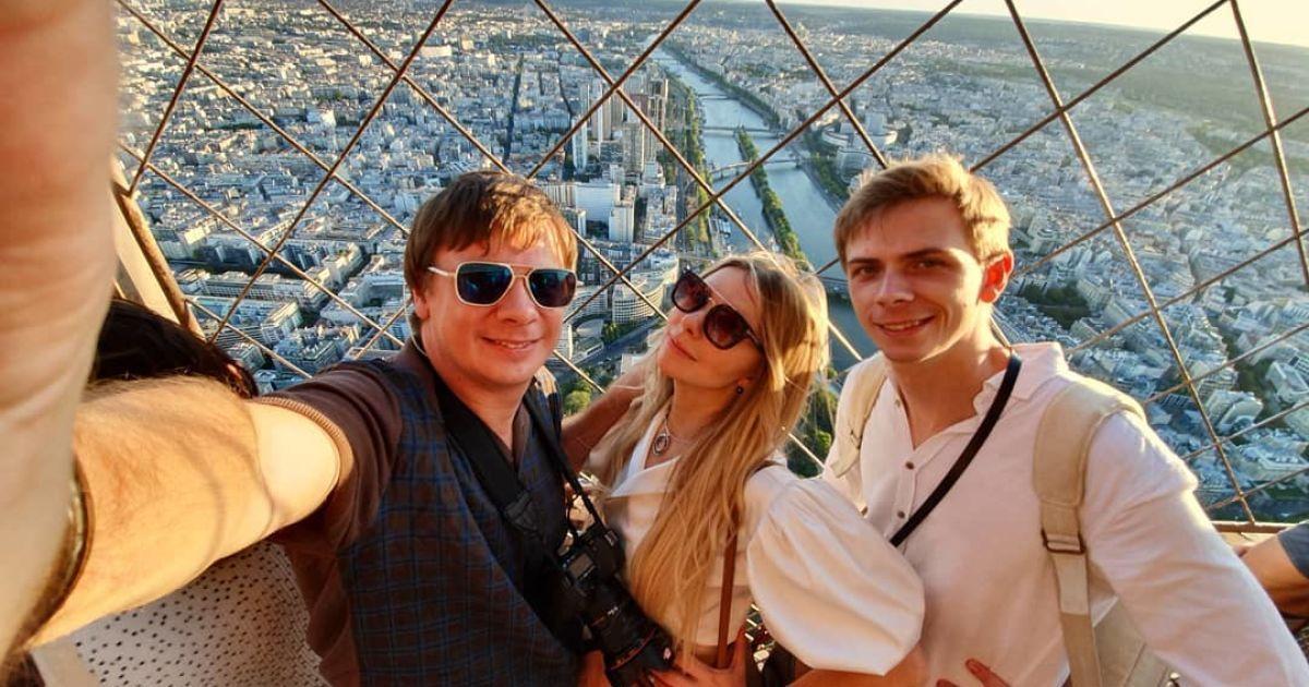 Дмитро Комаров з братом Миколою та сестрою Ангеліною