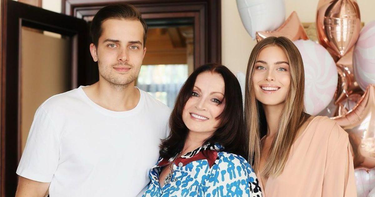 Софія Ротару поруч з онуками