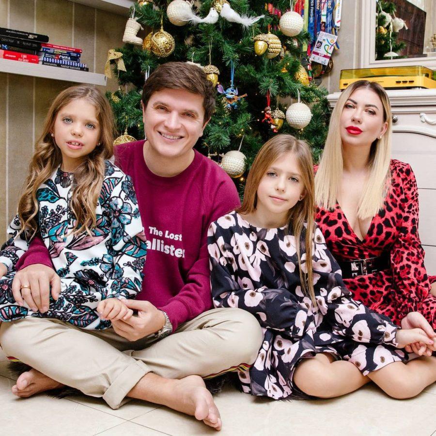 Анатолій Анатоліч з дружиною та дітьми