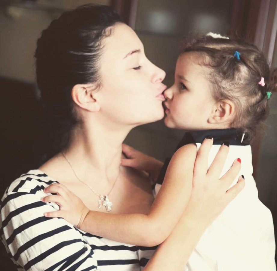 Анастасія Приходько з дочкою