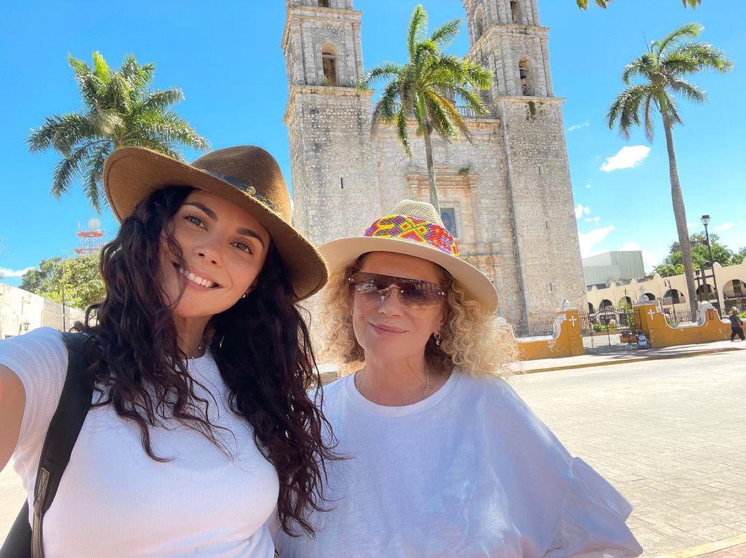 Настя Каменських з мамою Лідою