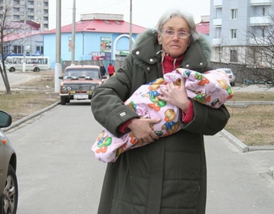 Валентина Підвербна з новонародженою донькою