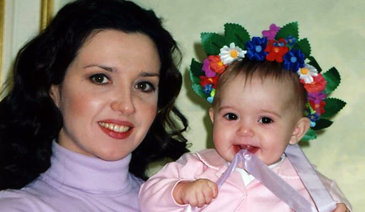 Оксана Марченко з маленькою донькою. Фото взято з відкритих джерел