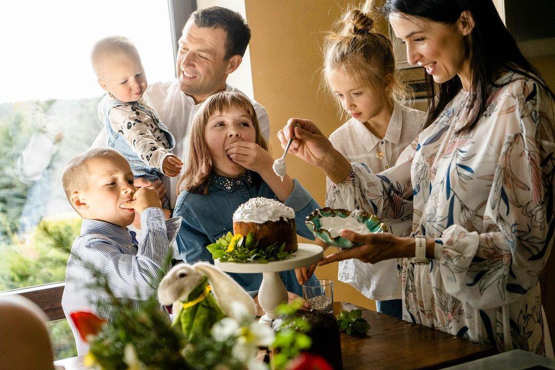 Андрій Оністрат і Валентина Хамайко з дітьми