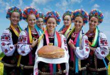 Українки у національних костюмах