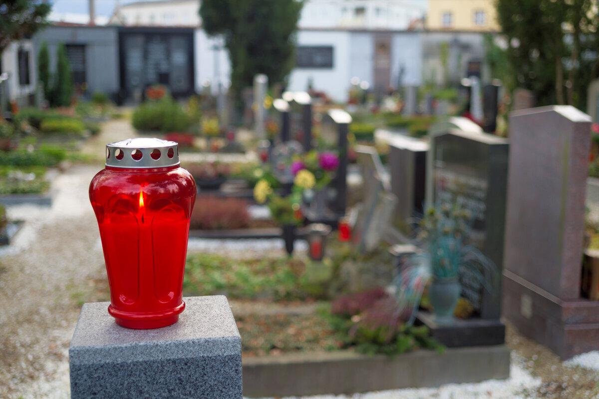 Лампадка на могилі
