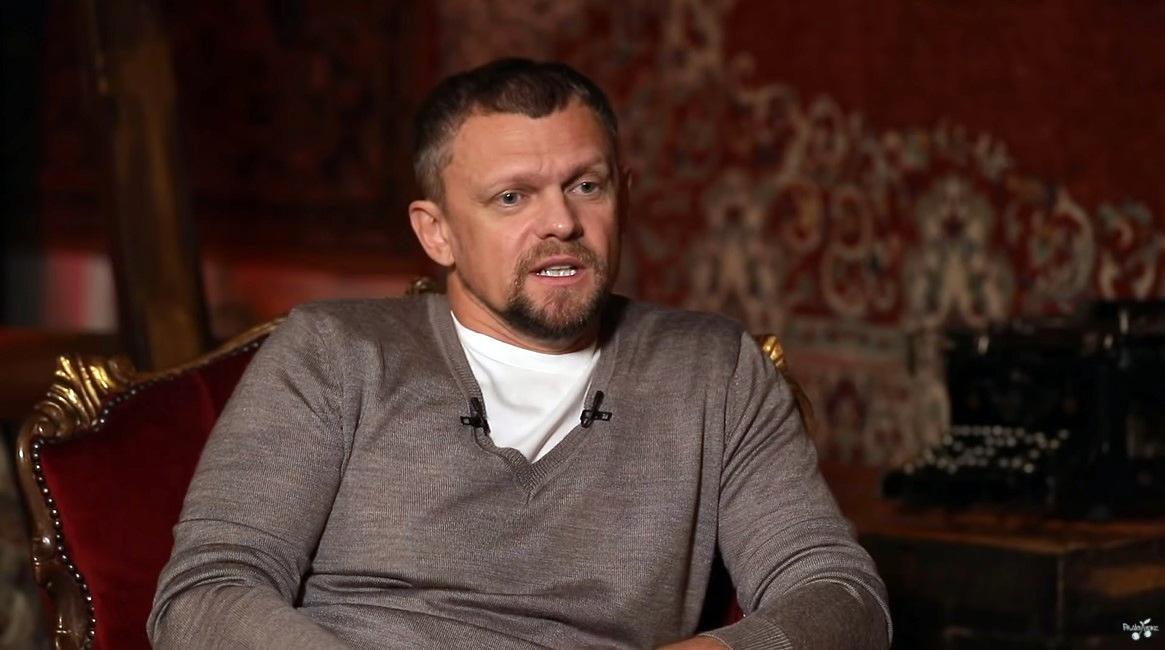 Гарік Бірча на інтерв'ю у Слави Дьоміна
