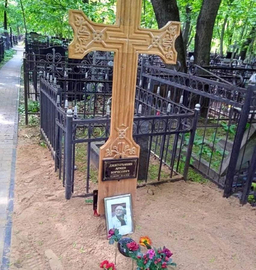 Могила Армена Джигарханяна, фото взяте з відкритих джерел