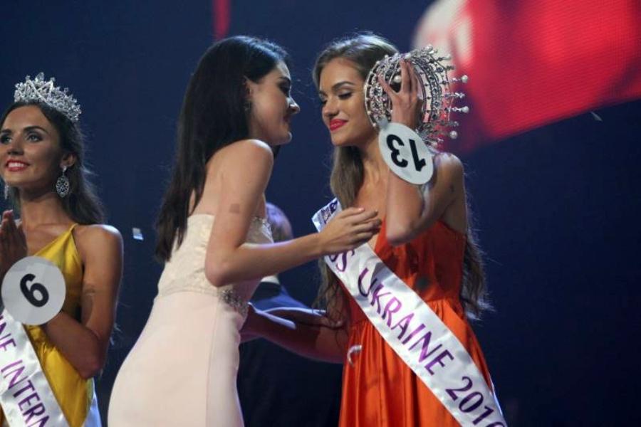 Олександра Кучеренко на конкурсі краси