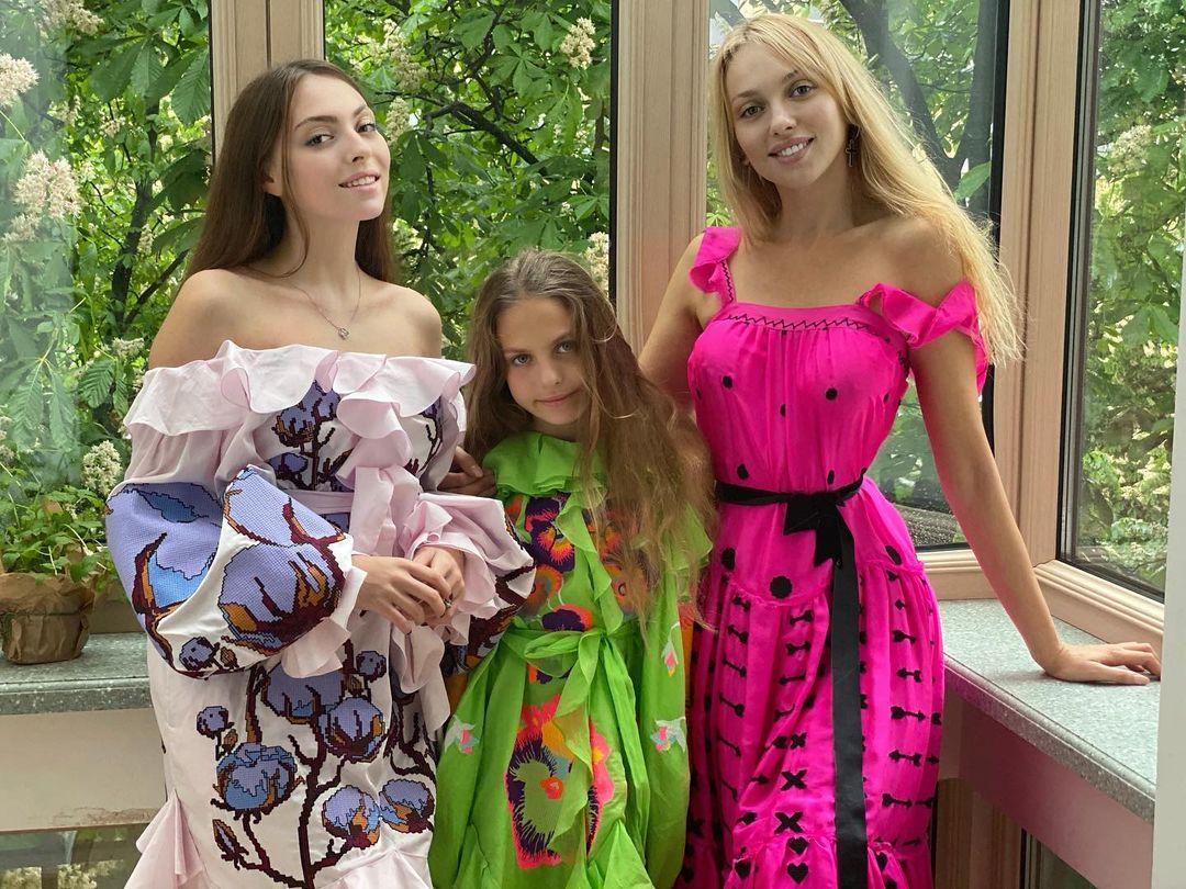 Оля Полякова з доньками Машею та Алісою