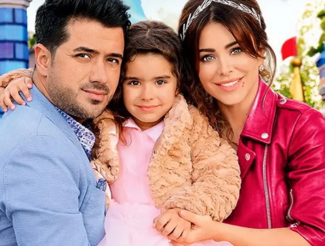 Ані Лорак з колишнім чоловіком Муратом та їх дочкою Софією
