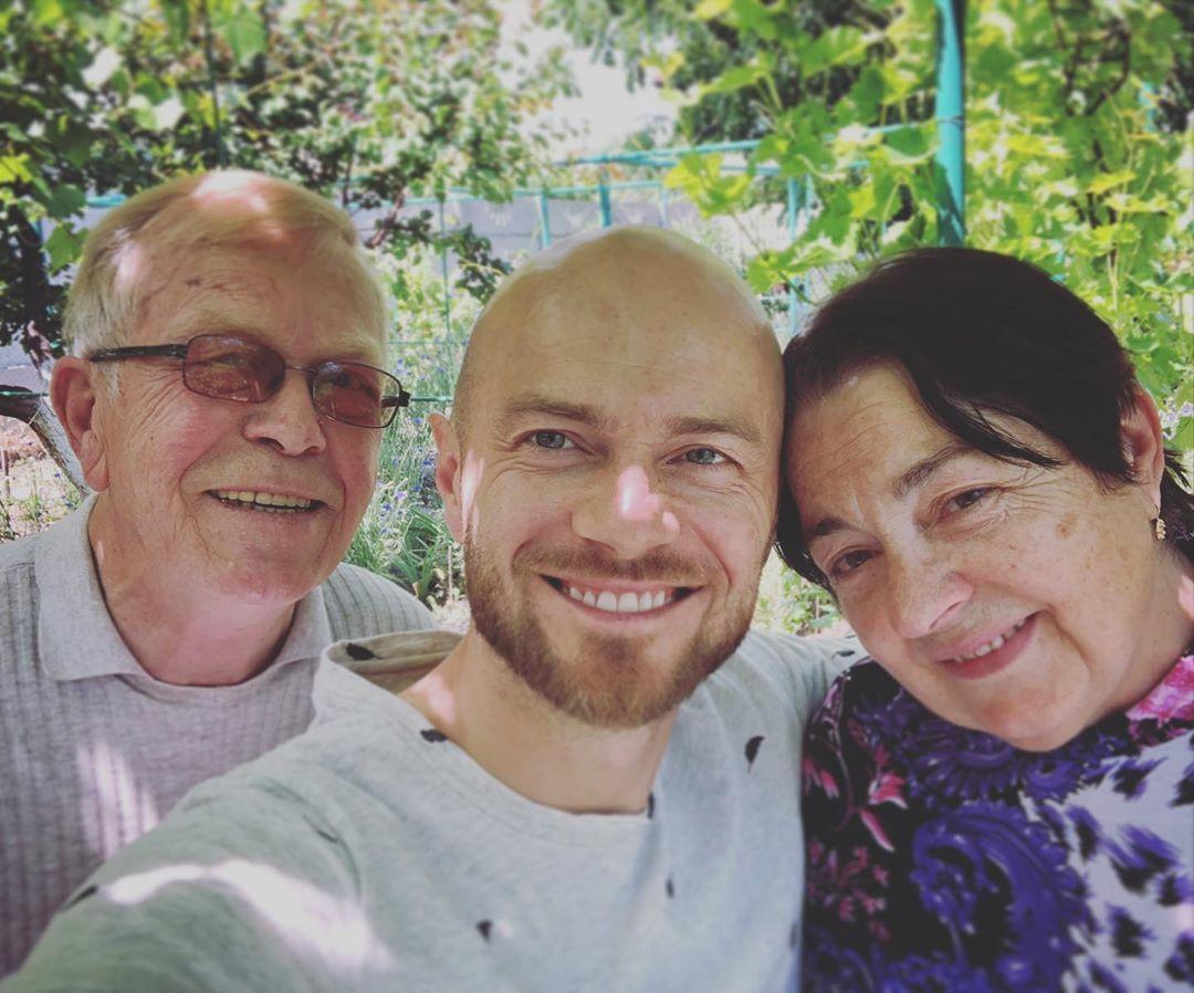 Влад Яма з батьками
