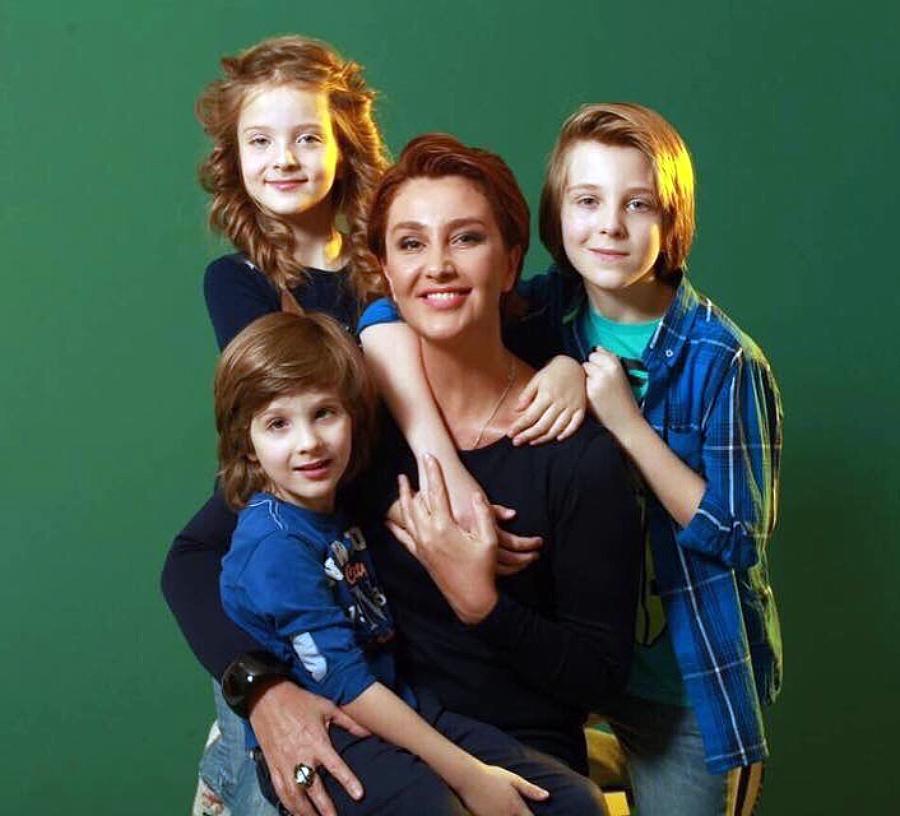 Сніжана Єгорова з дітьми від Антіна Мухарського