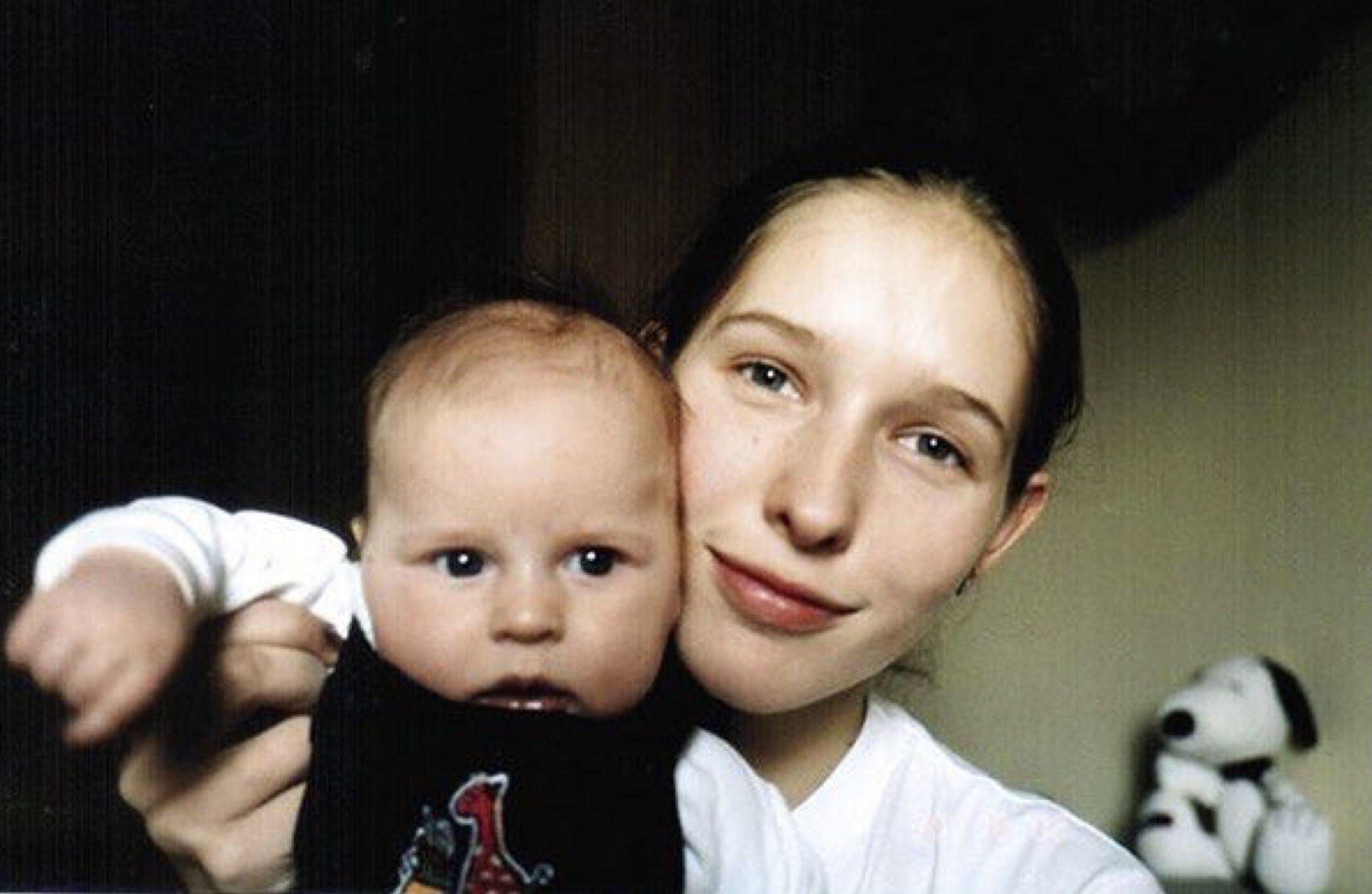 Катя Осадча з маленьким Іллею.